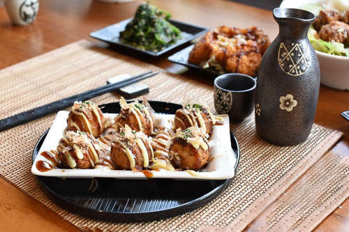 TAKOYAKI OCTOPUS DUMPLINGS (6PCS) たこ焼き (6つ)