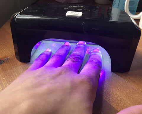 Gel nails cure under the lamp