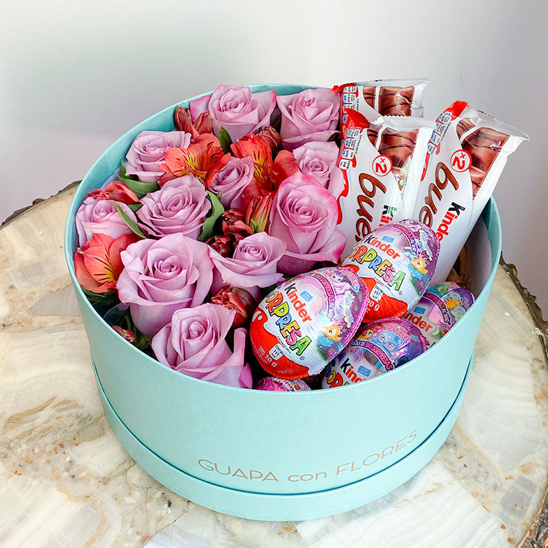 rosas moradas y chocolates kinder