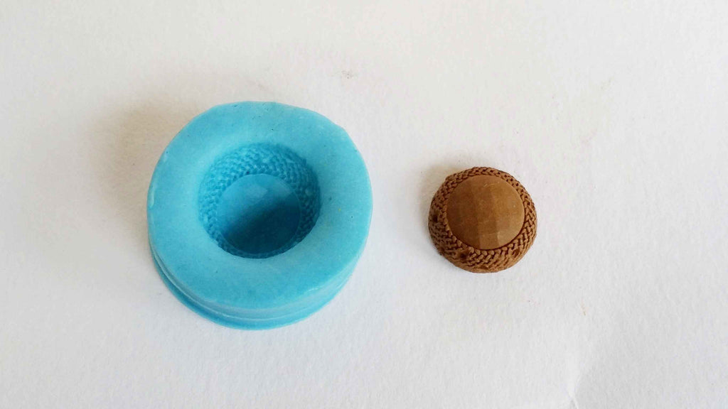 Plaited round stud mould - Claysphere