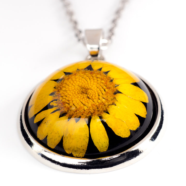 Orb Necklace yellow daisy