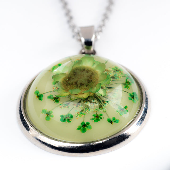 Orb Necklace Green Daisy