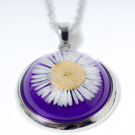 Orb Necklace white daisy