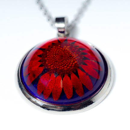 Orb Necklace red daisy