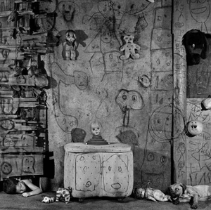 Roger Ballen: Boarding House with 'Boarding House'