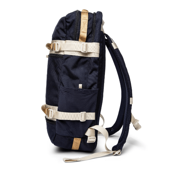 nautical wander pack with zip top