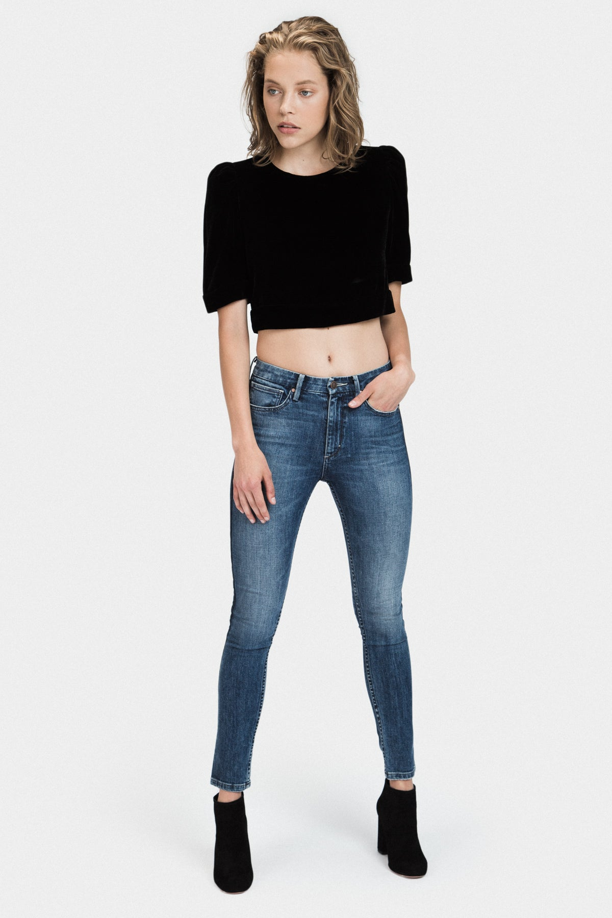 PUFF SLEEVE VELVET CROP TOP IN BLACK - FRANKIE