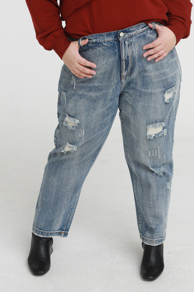 Straight leg jeans with ripped details