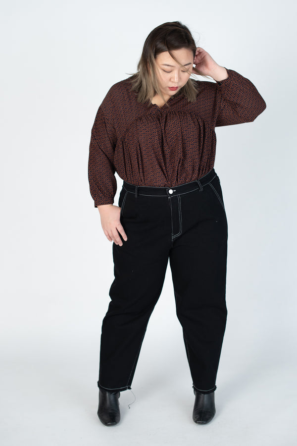 Topstitched Straight Leg Pants In Black