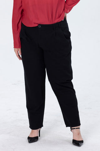 Tapered fit Trousers In Black