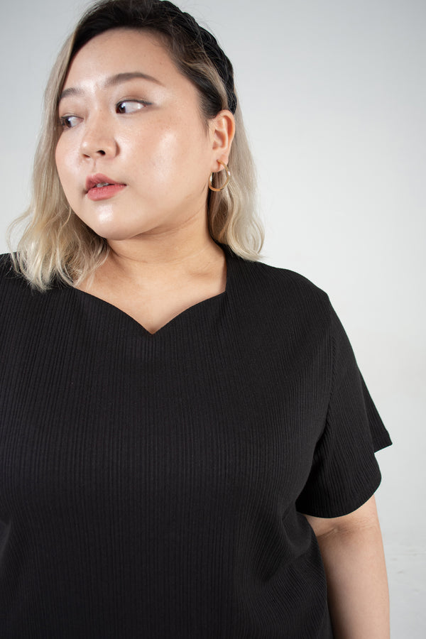 Sweetheart Neckline Ribbed Top In Black
