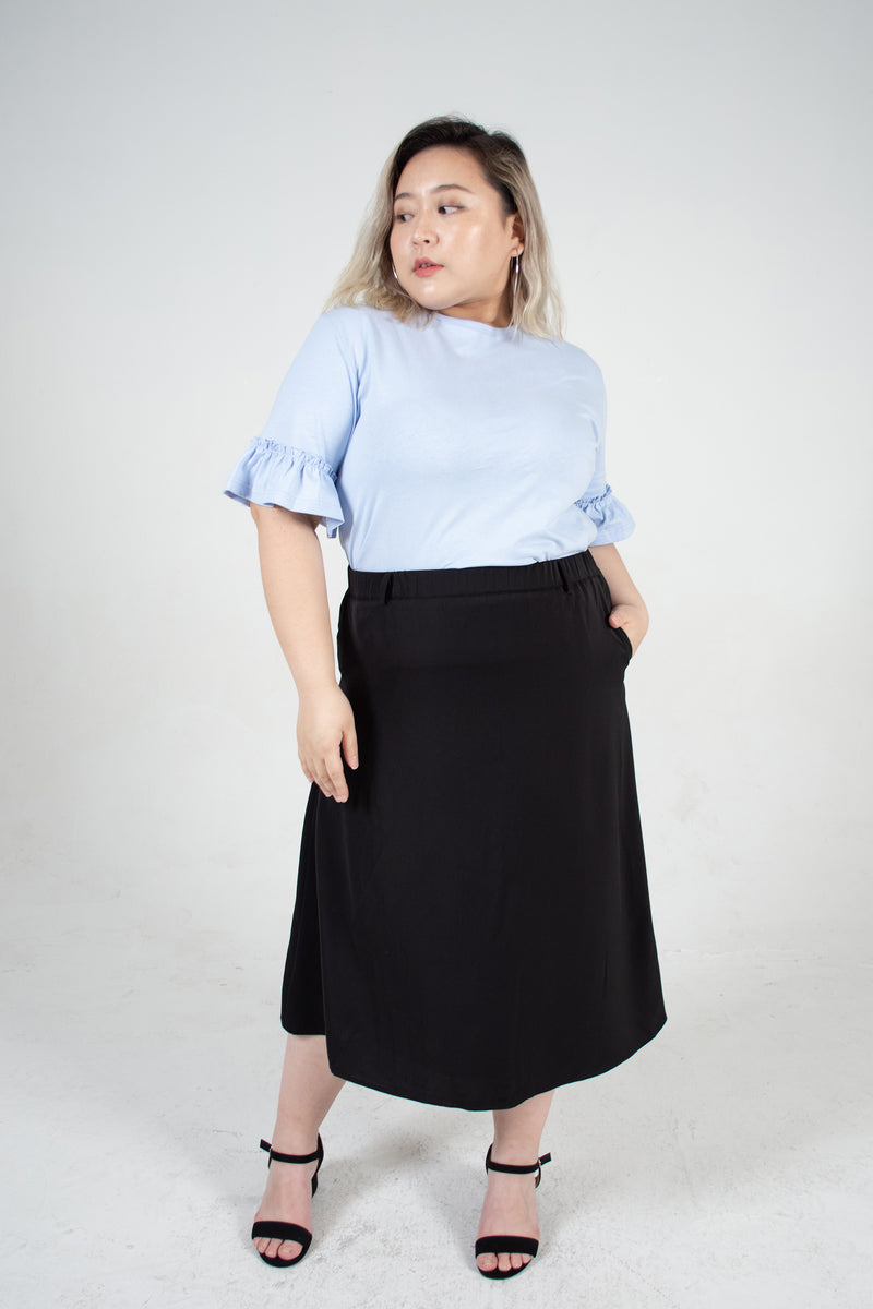 Side Pocket Midi Skirt In Black