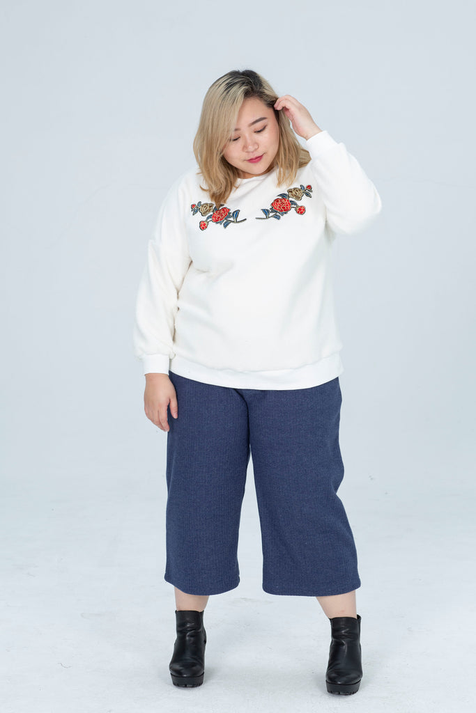 Borg Sweater In White With Rose Print