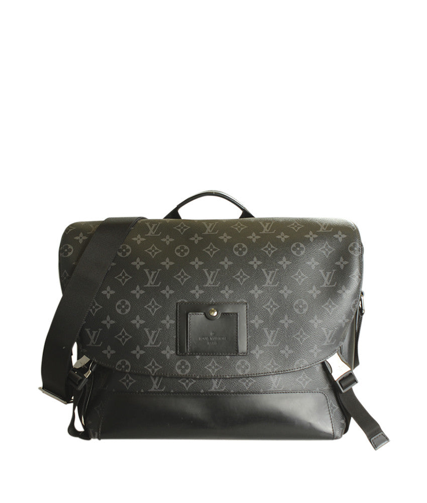 Louis Vuitton M40510 Messenger MM Voyager Eclipse Monogram Crossbody Bag