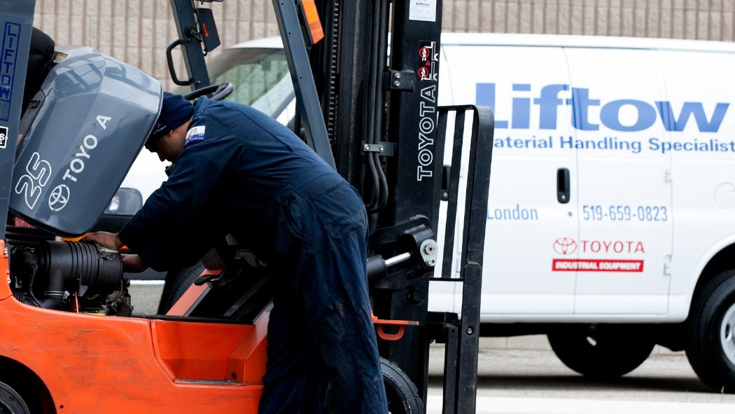 Signs that Your Forklift is in Need of Expert Service and Repair