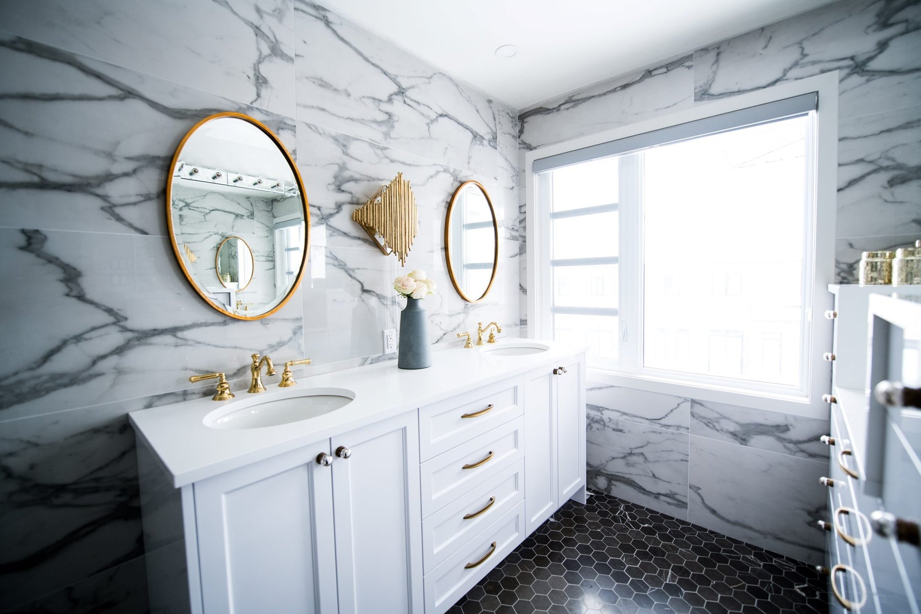 Using Color to Enhance Space—6 Tips with White Marble Tile