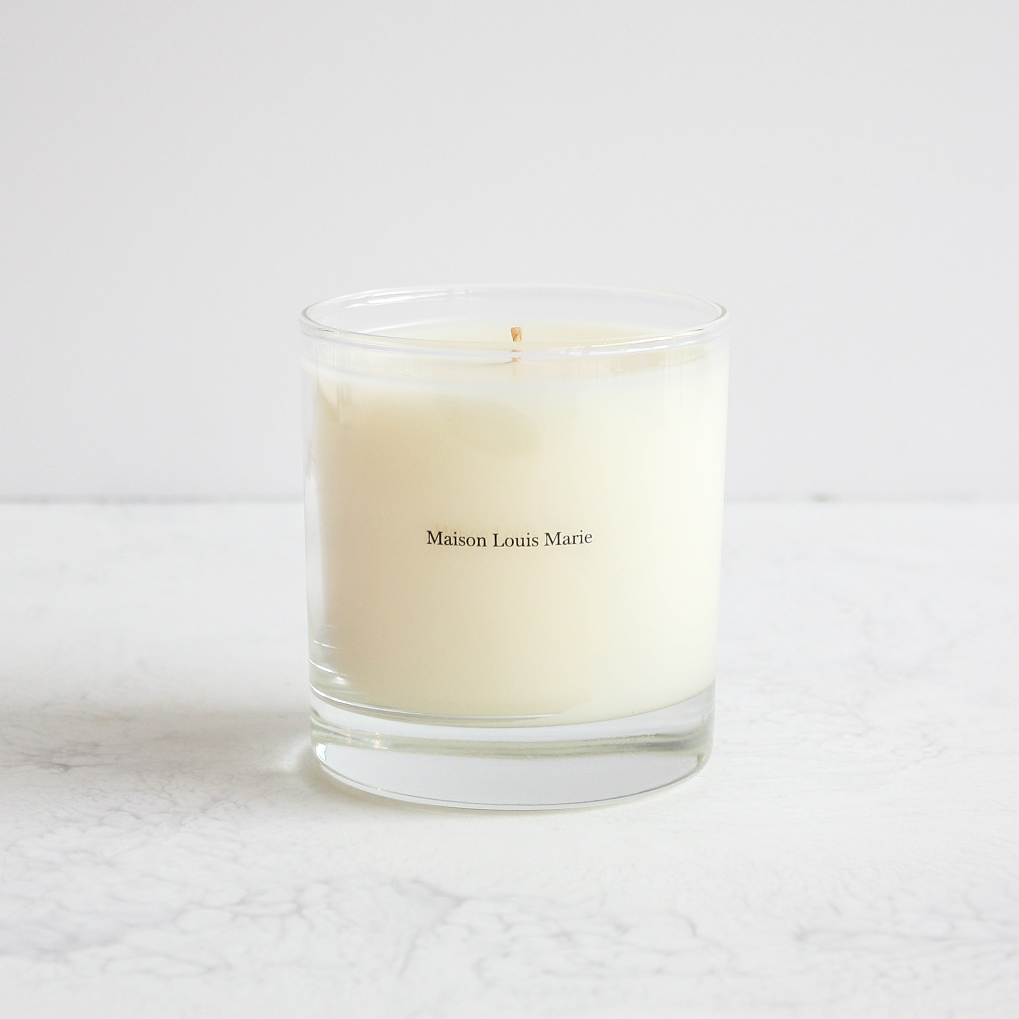 Le Long Fond candle made of a soy blend of hinoki wood, cedarwood, patchouli and white musk by Maison louis Marie