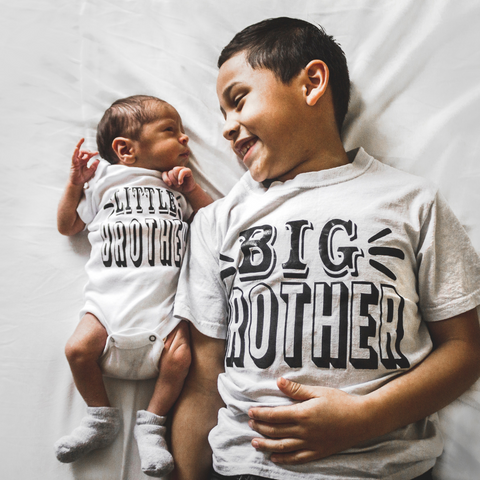 Tips and Tricks to help siblings bonding with newborn babies on BeauGen