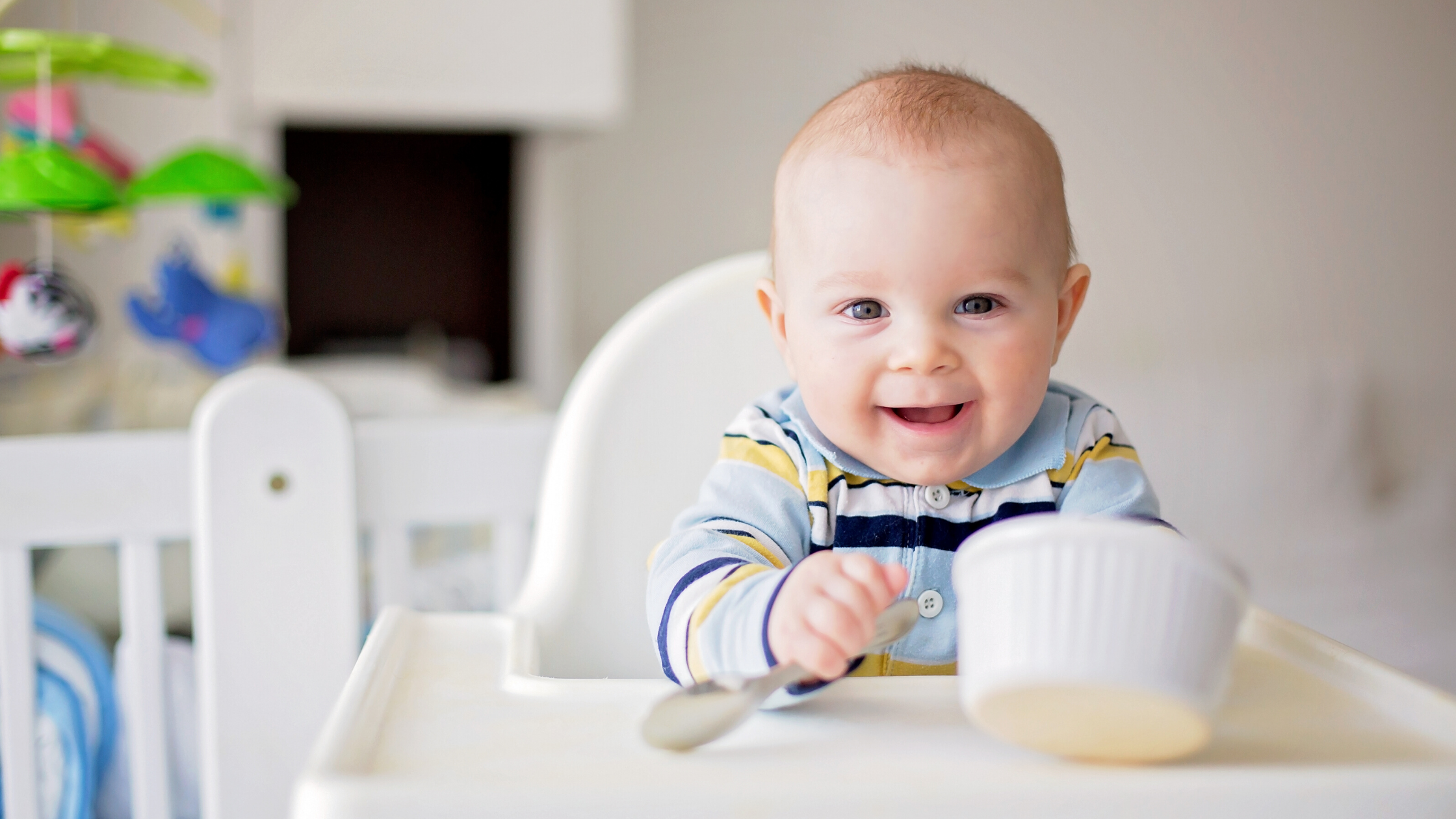 When should you introduce your baby to foods and how