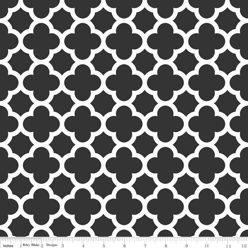Black and White Quatrefoil Medium by Riley Blake Designs - Quilting Cotton Fabric - choose your cut