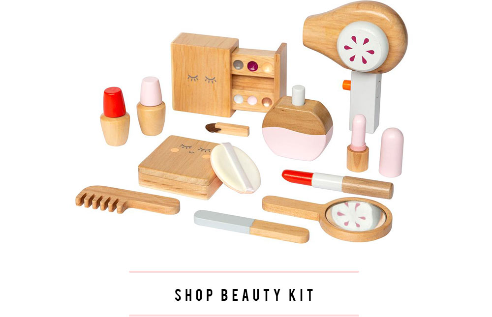 make me iconic wood toy beauty kit