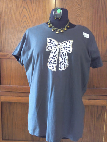 Snow Leopard Bow Ladies Dark Gray T-Shirt with Necklace Set - FayZen's Kreations
