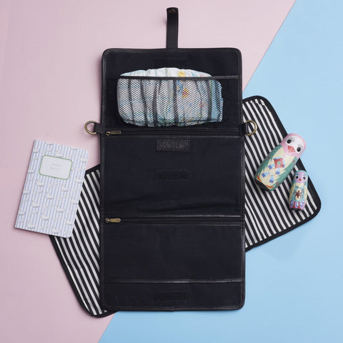 Baby change bag in black leather with mat