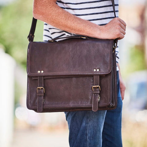 Dark brown wandering sould leather messenger bag