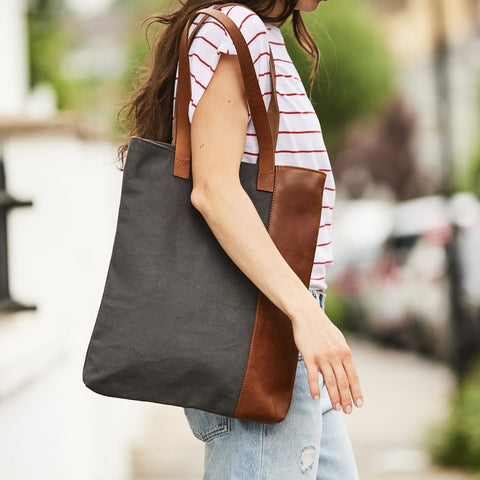 Vertical ladies tote bag in leather and canvas