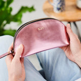 Make-up bag in leather metalic pink