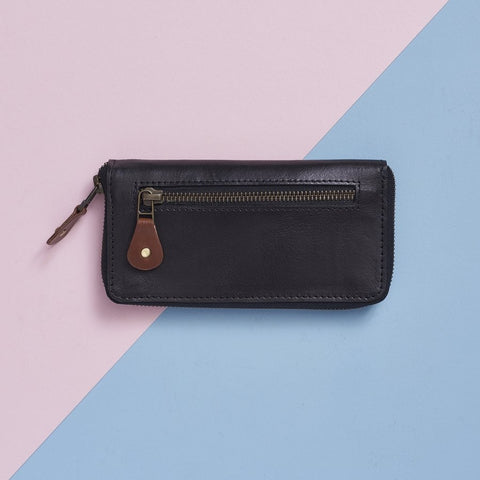 Long leather purse in black and brown
