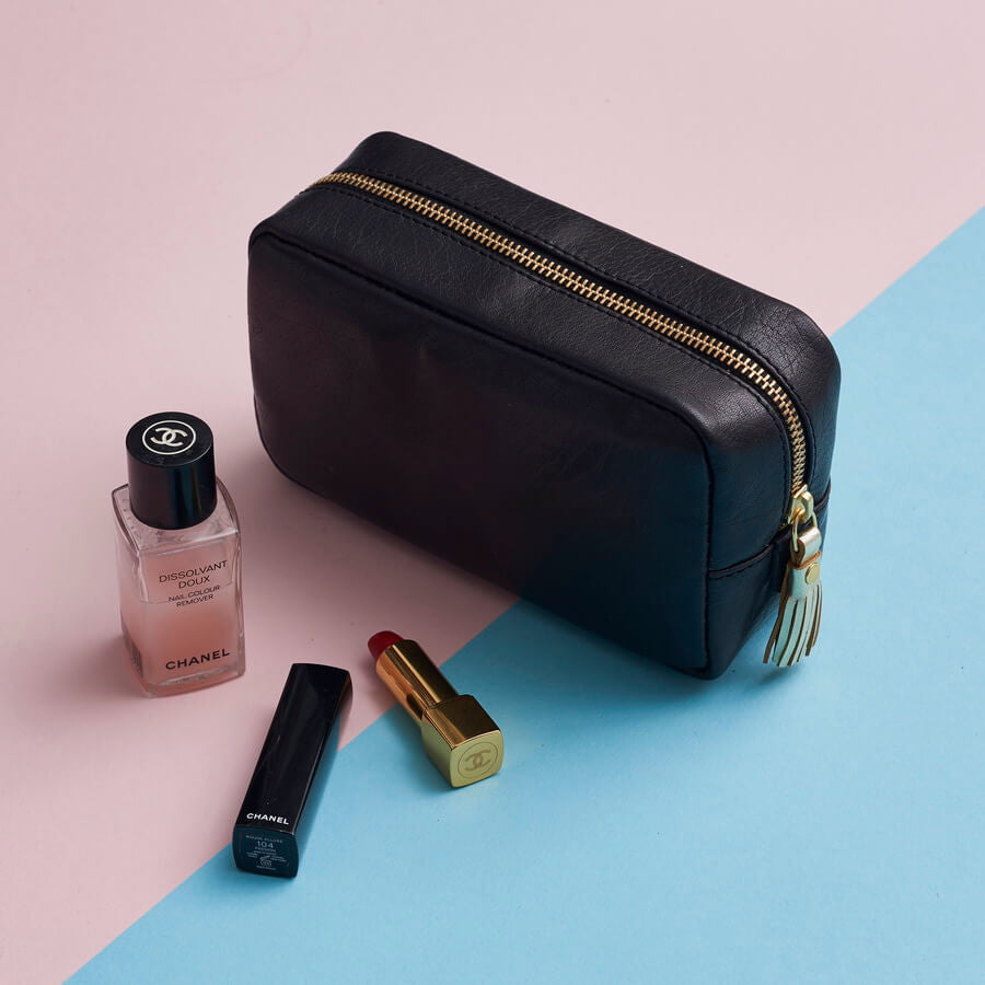 Ladies leather makeup bag in black