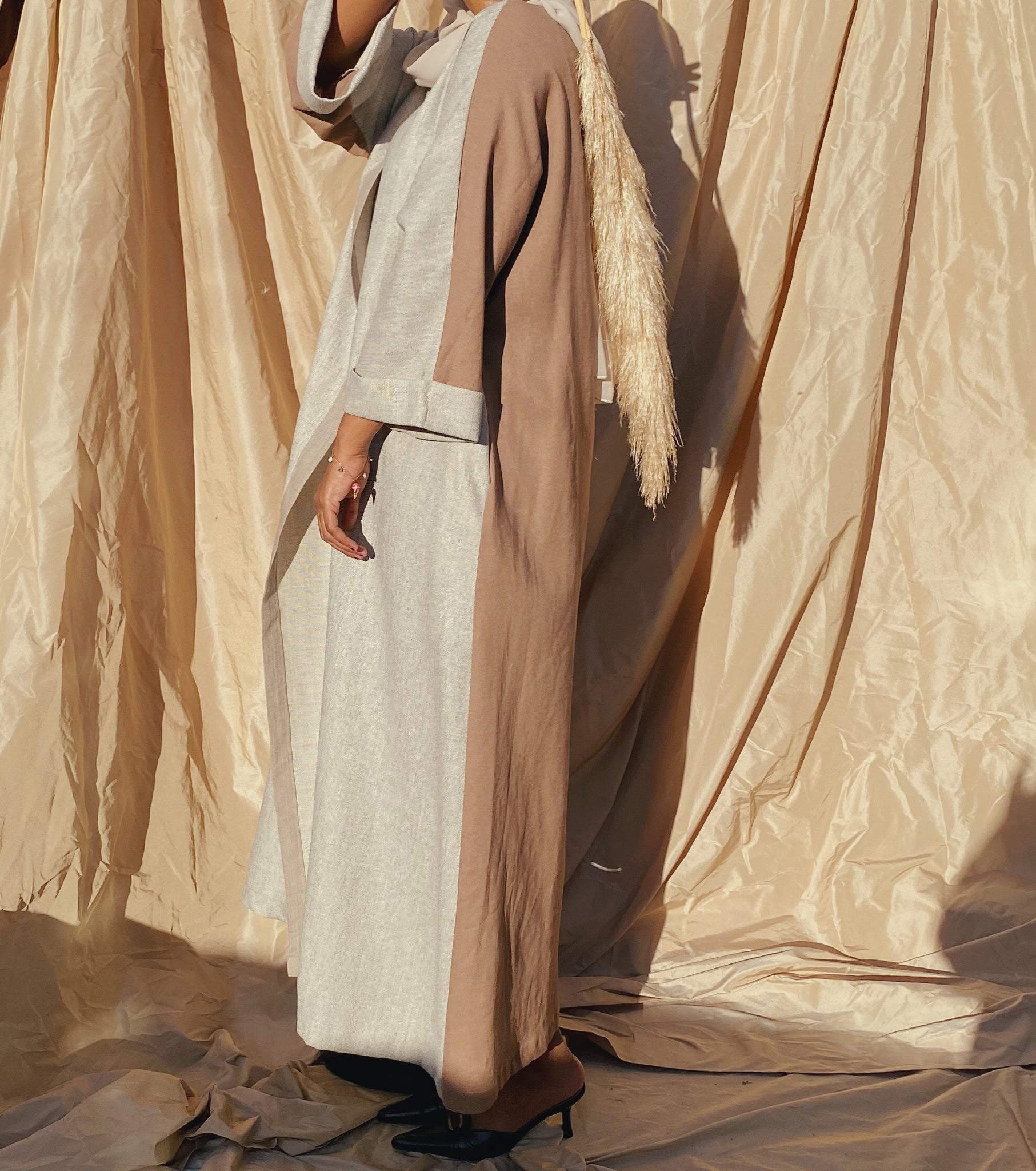 Two tone abaya ( brown/cream)