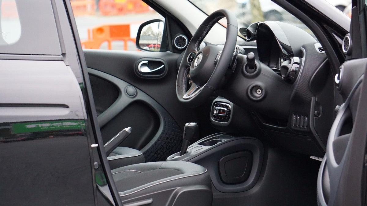 4 Easy Tips to Clean Your Car Interior