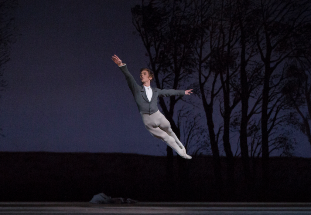 Dawid Trzensimiech performing with Polish National Ballet