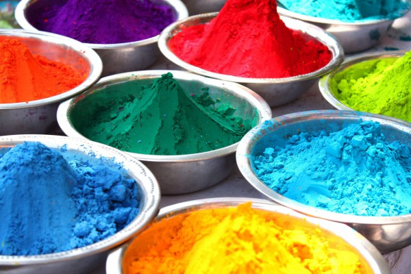 Bowls-containing-colorful-powder-for-the-traditional-celebration-of-holi-festival-in-India