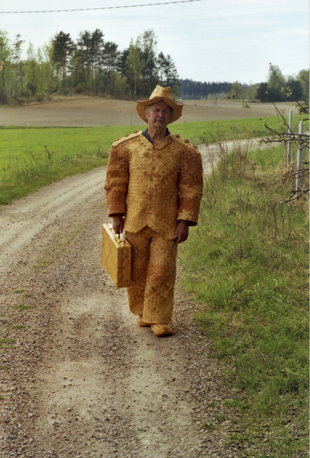 ErkkiPekkarinen_Artist wearing woven birch bark suit