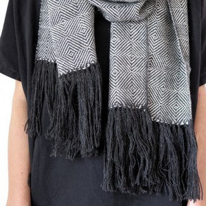 scarf-diamond-weave-charcoal-lauren-detail-web_2048x2048-768x768
