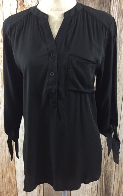 black top, cs clothing co, trendy womens clothing, affordable womens clothing, lightweight black top, womens black top, black top with tie sleeves, black top with pockets, free shipping, fast and free shipping