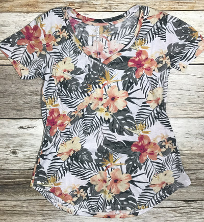 z supply floral pocket tee, floral tee, pocket tee, z supply pocket tees, z supply tees, z supply tshirts, soft tees, printed tees, v-neck tees, v-neck floral tees, free shipping