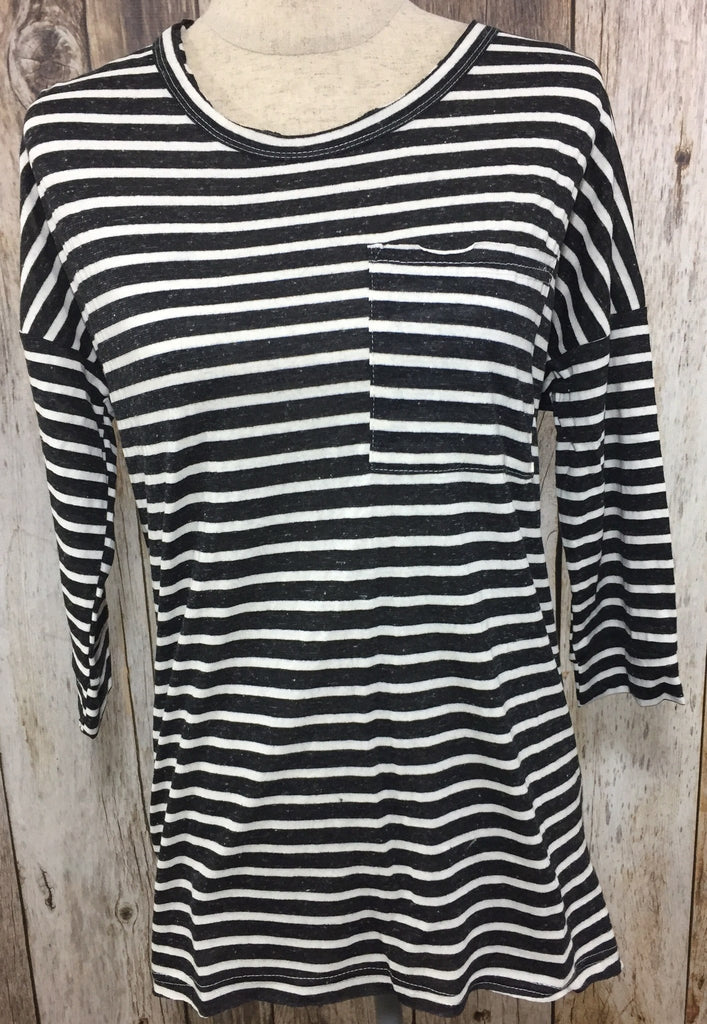 striped long sleeve, black and white striped long sleeve, striped pocket tee, long sleeve pocket tee, womens striped long sleeve top, womens black and white striped long sleeve top, cs clothing co, all around striped pocket tee, fast and free shipping