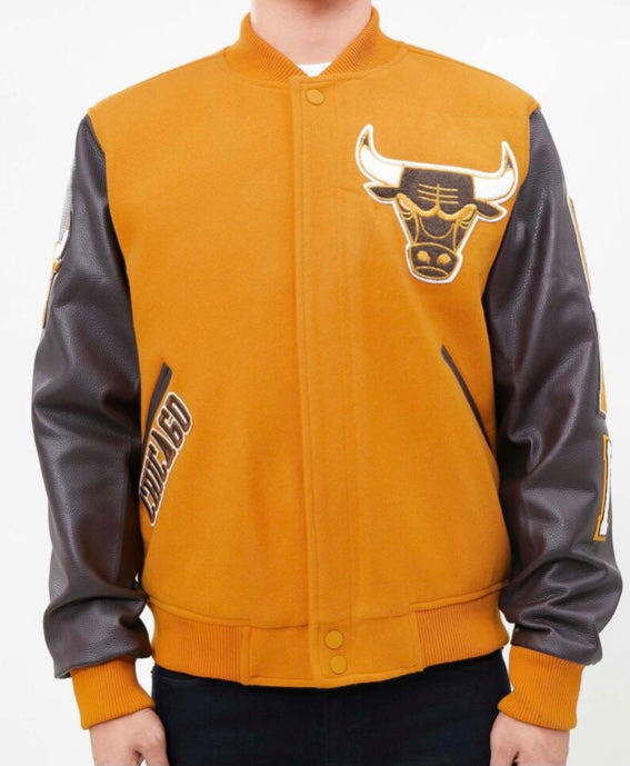 Pro Standard Chicago Bulls Varsity Jacket - Tan