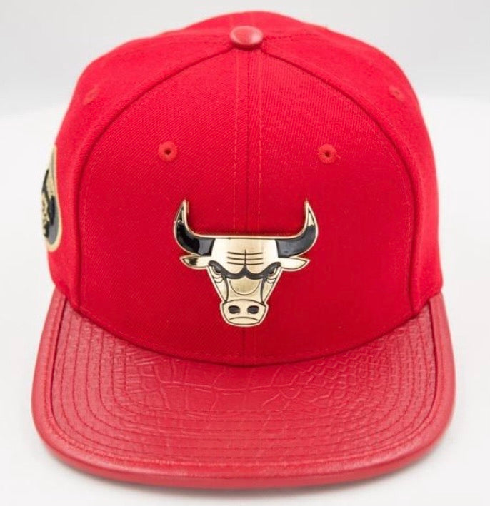 Chicago Bulls Pro Standard Gold Plate Strap Back Cap - Red