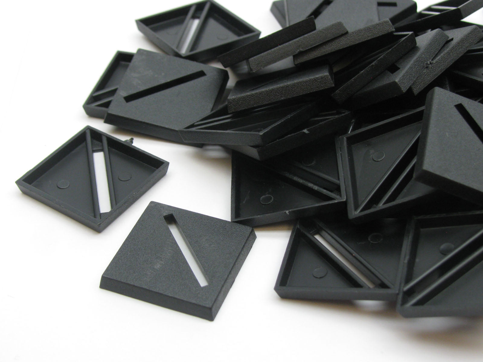 Chessex 25mm Black Plastic Round Slotted Bases #08607F for RPG Miniatures 50