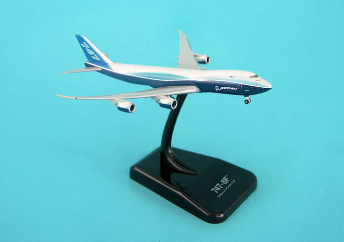 Hogan Boeing 747-8 Small 1/1000 Scale Die-Cast Aircraft Airplane Model
