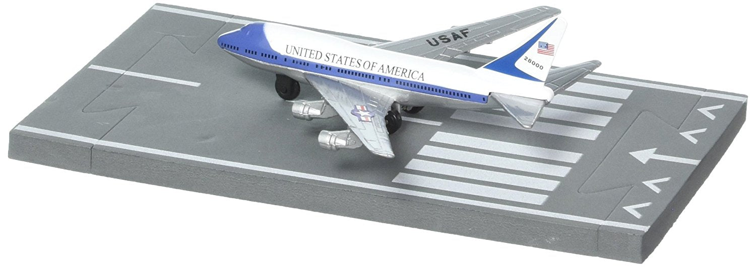 Daron Runway24 Diecast Metal Toy With Runway Section Air Force
