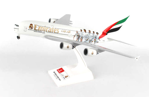Daron Skymarks Emirates A380 1/200 with Landing Gear Real Madrid Model Aircraft