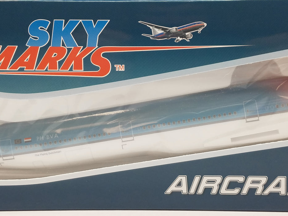 Daron Skymarks KLM 777-300ER 1/200 Orange Pride With Gear Model Aircraft