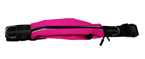reduced bounce, water-resistant, zippered pouch which also has an earphone cable access hole.