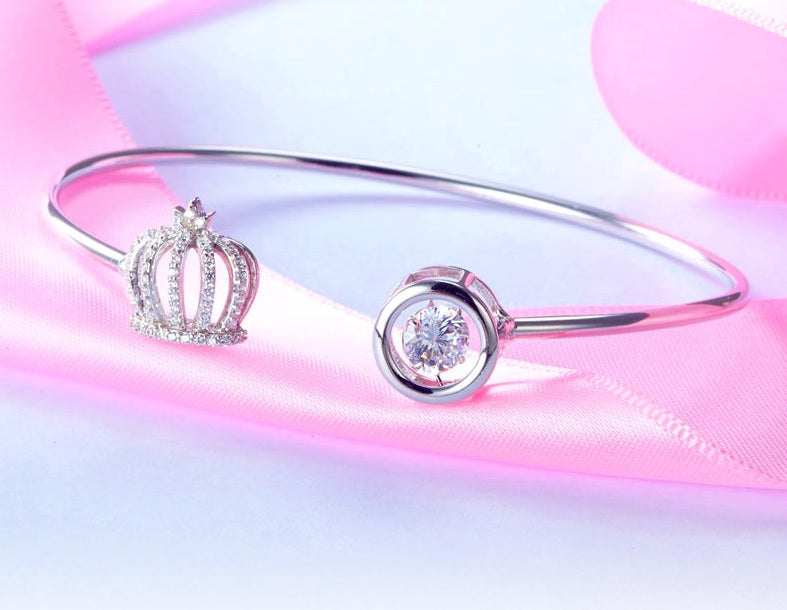 Crown Bangle with Dancing Diamond